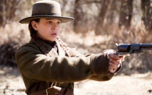 hailee_steinfeld_in_true_grit-wide